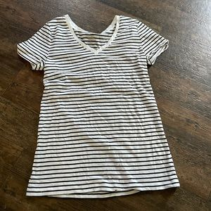 Black and white stripe gap shirt